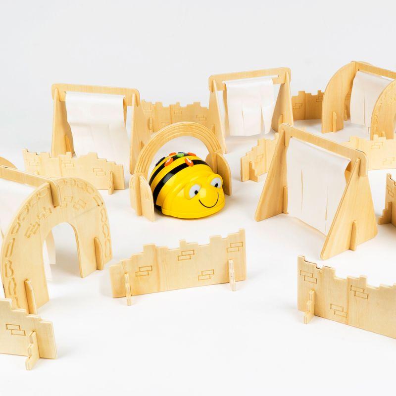 """Šķēršļu trase robotiem - """"Bee-bot"""""""
