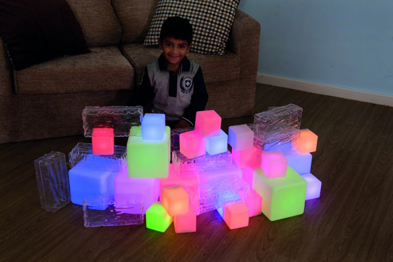Apgaismotu kubu komplekts