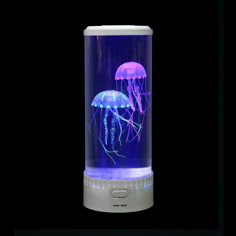 Akvārijs ar medūzu